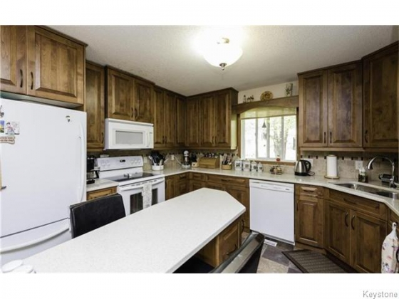KITCHEN/QUARTZ COUNTERS