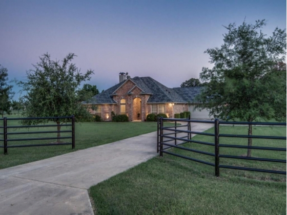 Picturesque Horse Property in Pilot Point Texas