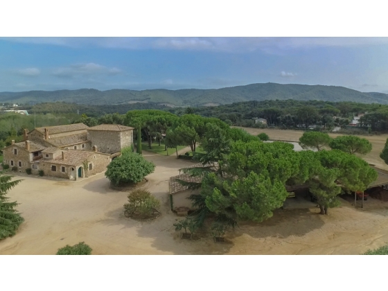 Barcelona Country Estate of 6 hectares with Equestrian Facilities