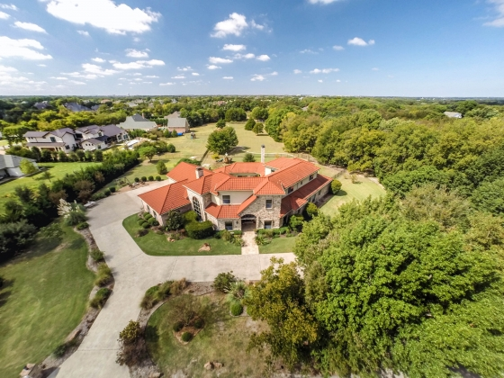 Incredible Custom Home on 1.040 ac. but .08 mi from great horse boarding stables & 36 mi to DFW Airport