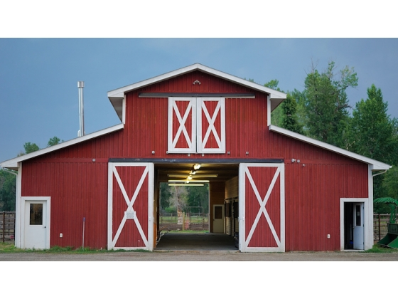 10 Stall Barn/Tack Room/Medical Room/Hay loft