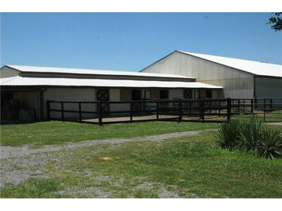 Beautiful Horse Training Facility with 3 Br.2 Ba. Ranch House 35 min to Nashville
