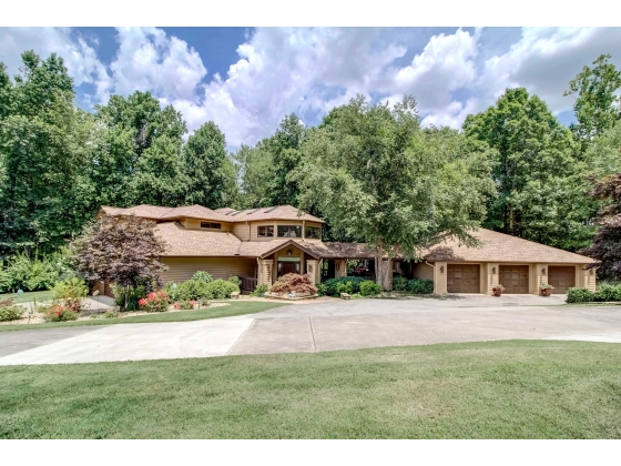 EXECUTIVE HOME  /  7 ACRE HORSE FARM  -  Buford, GA 30519 (Metro Atlanta)