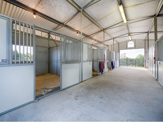 additional foaling stall and tack room