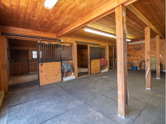 Barn 1 - 6 Stalls and Creature Comforts