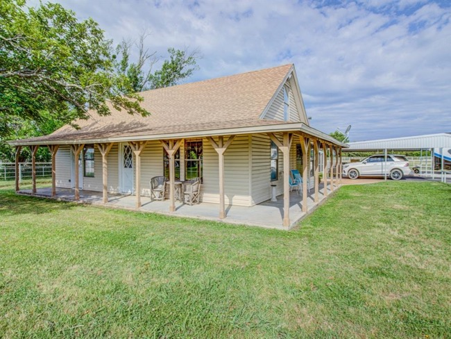 Charming Horse Property in Tioga Texas