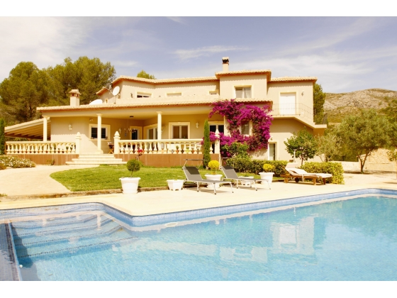 Villa for sale on the Costa Blanca Spain with stables and riding arena