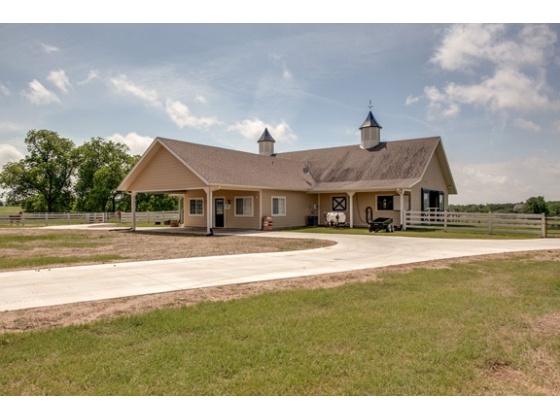 Bring the horses! 72X40 7-stall Morton barn with apartment